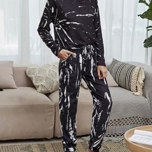 🆕🎁 NWT Black and white abstract lounge set